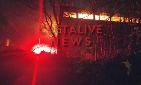 Κρήτη: Πυρκαγιά στις αποθήκες του παλαιού Συνεταιρισμού Αρχανών