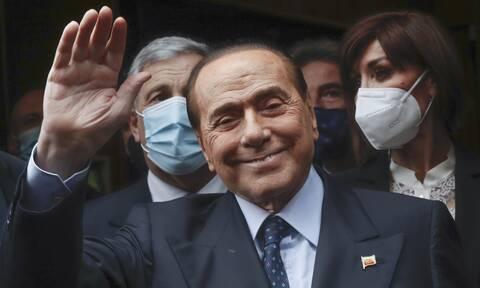 """Σίλβιο Μπερλουσκόνι: Ξανά στο νοσοκομείο ο """"Καβαλιέρε"""""""