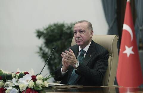 Ο Ερντογάν στη «γωνία» για την οικονομία: Ζητά «εμπιστοσύνη» από τους επενδυτές, παρά τα προβλήματα