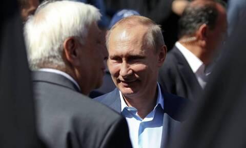 Путин поздравил Сакелларопулу с Днем независимости