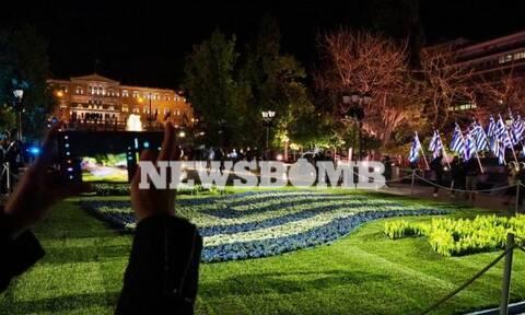 Εθνική επέτειος: Η Ελλάδα γιορτάζει! Στα γαλανόλευκα η Αθήνα – Εντυπωσιακές εικόνες