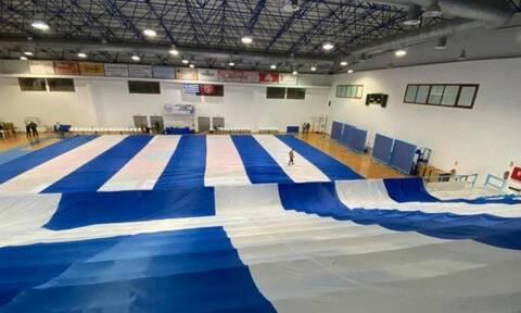 25η Μαρτίου: Στη Σαντορίνη η μεγαλύτερη ελληνική σημαία (vid)