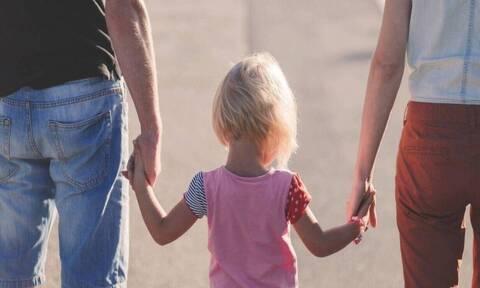 Ενεργοί μπαμπάδες: Αλλαγές στο Οικογενειακό Δίκαιο για ισότιμη ανατροφή των παιδιών