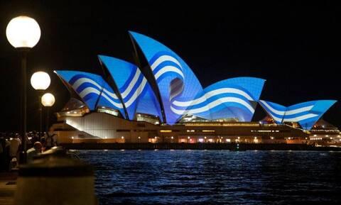 25η Μαρτίου: Στα γαλανόλευκα η Όπερα του Σίδνεϊ – Δείτε φωτογραφίες