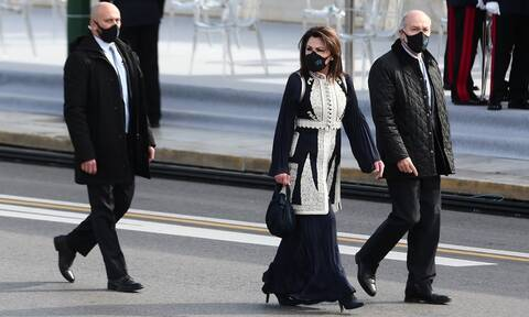 Παρέλαση 25η Μαρτίου: Όσα δεν είδατε - Η κουβέρτα της Καμίλα και το ντύσιμο της Γιάννας Αγγελοπούλου