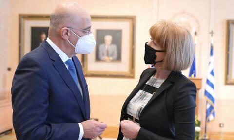 Συνάντηση Δένδια με την υφυπουργό Εξωτερικών του Ηνωμένου Βασιλείου