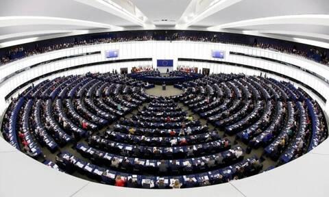 Η Ευρωβουλή ενέκρινε την σύνδεση εκταμίευσης πόρων με τον σεβασμό του κράτους δικαίου