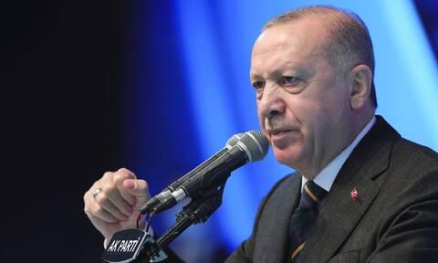 Έξαλλος ο Ερντογάν μετά τη Σύνοδο: Βάλλει κατά της ΕΕ κατηγορώντας ότι παραβιάζει το διεθνές δίκαιο