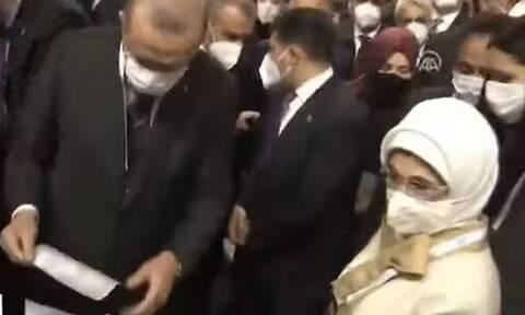 Τουρκία: Έξαλλη η Εμινέ Ερντογάν με τους σωματοφύλακες του Προέδρου - Τι συνέβη (vid)