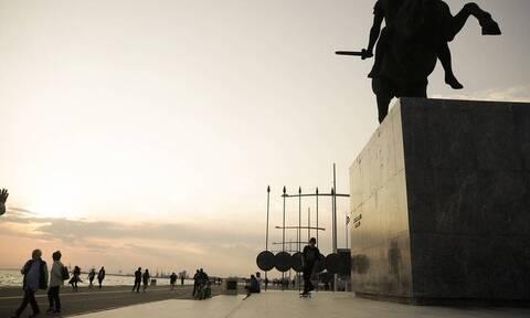 Θεσσαλονίκη: Εικαστικές δημιουργίες καραντίνας ξαφνιάζουν τους περιπατητές της Νέας Παραλίας