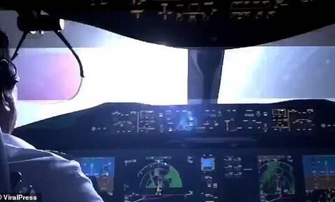 Τρομακτικό βίντεο: Η στιγμή που κεραυνός χτυπά αεροπλάνο που ετοιμάζεται να προσγειωθεί