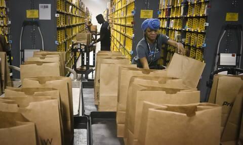 Εργασιακός Μεσαίωνας: Καταγγελίες σοκ για τις συνθήκες στην Amazon-«Δε μας αφήνουν να πάμε τουαλέτα»