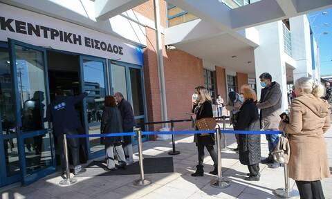 Δωρεάν μεταφορά με ταξί στα εμβολιαστικά κέντρα της Αττικής για άτομα με προβλήματα υγείας