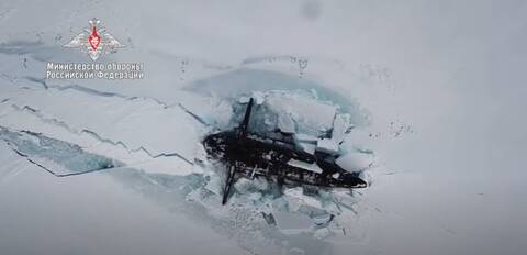 Εντυπωσιακός «χορός» ρωσικών υποβρυχίων στην Αρκτική: Ταυτόχρονη ανάδυση μέσα από τους πάγους