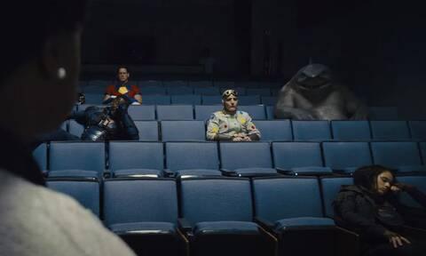 Ένας Καρχαρίας μέσα σε αίθουσα: Η νέα ταινία που θα μας καταπλήξει!