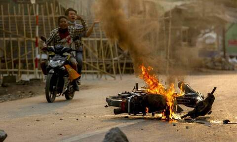 Μιανμάρ: Βρετανία, ΗΠΑ, ΕΕ καταδικάζουν τον «φόνο άοπλων πολιτών» από τον στρατό