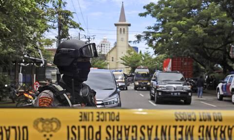 Χάος στην Ινδονησία μετά από βομβιστική επίθεση αυτοκτονίας έξω από εκκλησία (vid)