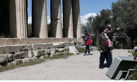 «Αυλαία» για τον τουρισμό ίσως και πριν τις 14 Μαΐου: Έτσι θα έρχονται οι τουρίστες στη χώρα μας