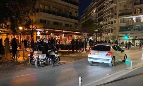 Lockdown: Συνωστισμός ξανά σε μπαρ στην Θεσσαλονίκη - Έλεγχοι της ΕΛ.ΑΣ. (pics)