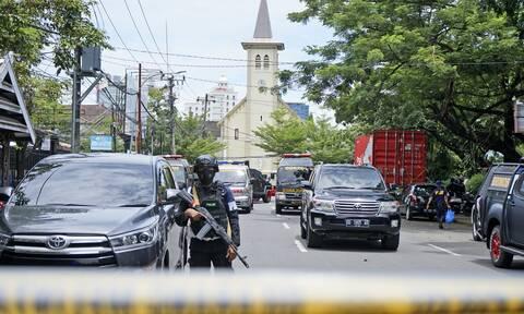 Ινδονησία: Δύο οι δράστες της βομβιστικής επίθεσης έξω από εκκλησία – 14 οι τραυματίες (vids)