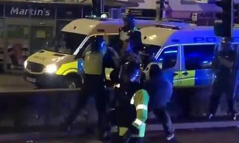 Σκύλος της αστυνομίας δάγκωσε… αστυνομικό και έσωσε διαδηλωτή (video)