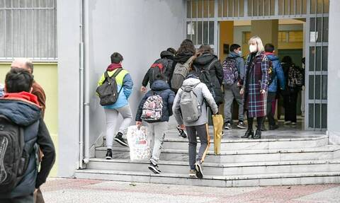 Πρόεδρος ΟΛΜΕ: Τι απαντά για το άνοιγμα των σχολείων και τις εξετάσεις - Ο ρόλος των ατομικών τεστ