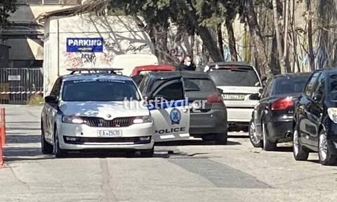 Θεσσαλονίκη: Toν βρήκαν νεκρό έξω από το αυτοκίνητό του (pic)