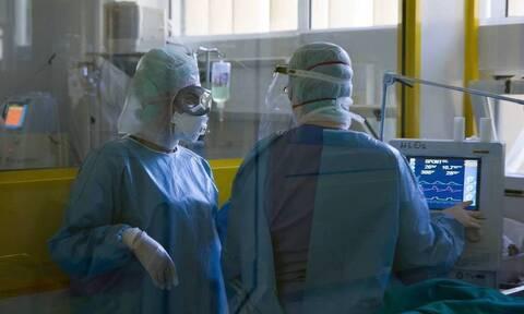 Βασιλακόπουλος στο Newsbomb.gr: Το σύστημα υγείας θα πιεστεί τις επόμενες δύο εβδομάδες