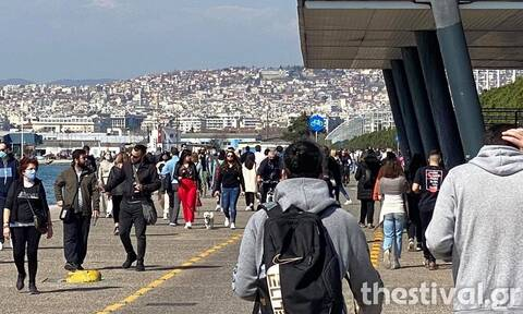 Θεσσαλονίκη: Χιλιάδες πολίτες βγήκαν για βόλτα στη νέα παραλία (pics - vid)