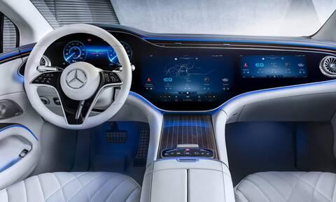 Αυτό είναι το εντυπωσιακό εσωτερικό της ηλεκτρικής Mercedes EQS με τη Hyperscreen