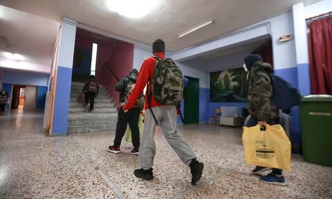 Άνοιγμα σχολείων: Ιδανικά την επόμενη εβδομάδα «κουδούνι» σε Γυμνάσια, Λύκεια – Τι δήλωσε η Κεραμέως