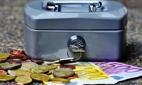 Συντάξεις Απριλίου: Συνεχίζονται οι πληρωμές - Ποιοι συνταξιούχοι πληρώνονται έως 31/3