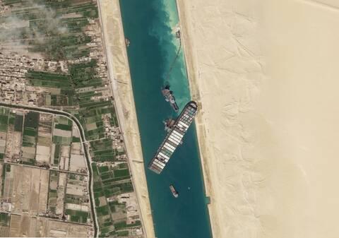 Διώρυγα του Σουέζ: Πώς αποκολλήθηκε το πλοίο «μεγαθήριο» - Έβαλε μπρος τις μηχανές του