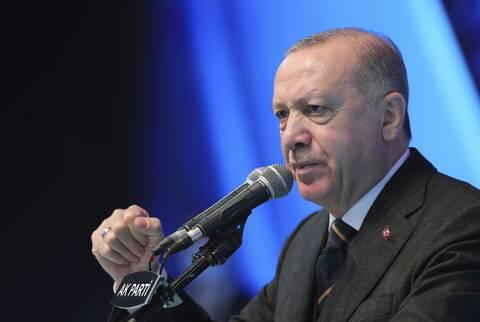 «Καμπανάκι» Fitch για Τουρκία: Προειδοποιεί για την «ανορθοδοξία» του Ερντογάν