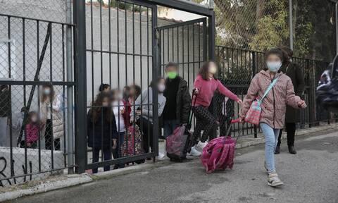 Άνοιγμα σχολείων – Ρεπορτάζ Newsbomb.gr: Ανοίξτε μόνο την Γ΄ Λυκείου λένε Σαρηγιάννης, Λινού