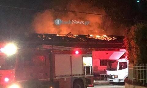 Χανιά: Φωτιά σε βιοτεχνία - Τυλίχτηκε στις φλόγες (pics)