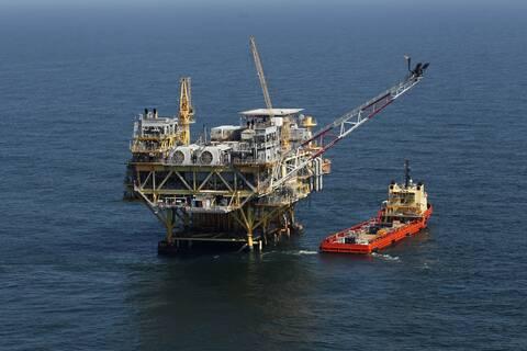 Διώρυγα του Σουέζ: Το Ever Given έπλευσε και το πετρέλαιο «βούλιαξε»