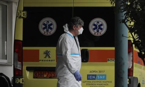 Κορονοϊός: Στα όριά τους τα νοσοκομεία – Διασωληνώνονται ασθενείς εκτός ΜΕΘ