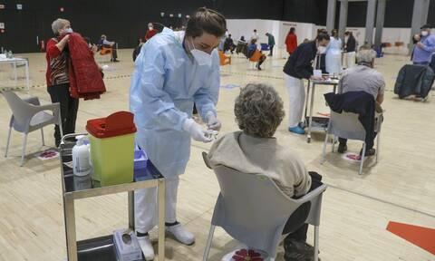 Κορονοϊός - Ιταλία: Ναι» στη χορήγηση του εμβολίου κατά του Covid -19 και στα φαρμακεία