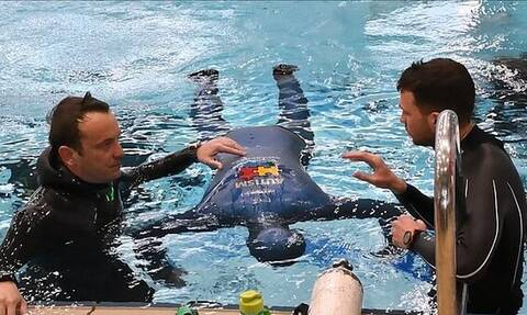 Απίστευτο Ρεκόρ Γκίνες: Κράτησε την ανάσα του κάτω από το νερό για 24 λεπτά και 33 δευτερόλεπτα