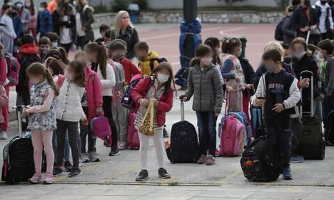 Άνοιγμα σχολείων: Πότε επιστρέφουν Γυμνάσια, Λύκεια, Δημοτικά και Νηπιαγωγεία-Ο ρόλος των self test