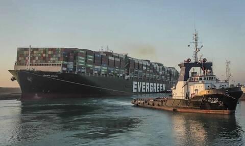 Έλληνας καπετάνιος στο Newsbomb.gr: «Περιμένουμε στην ουρά για να περάσουμε τη Διώρυγα του Σουέζ»