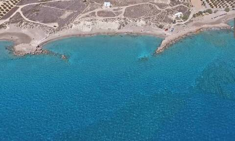 Φυσικό... σπα: Αυτή η παραλία στο Λιβυκό Πέλαγος κρύβει το απόλυτο μυστικό ομορφιάς (vid)