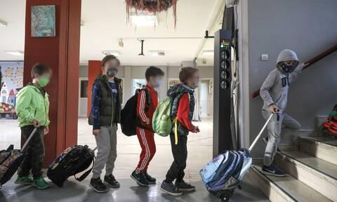 Σχολεία: Υποχρεωτικό το τεστ κορονοϊού στους μαθητές για να μπουν στις αίθουσες