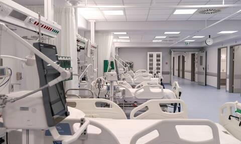 Κορονοϊός: «Πόλεμος» για τις ΜΕΘ -  Τα στοιχεία του υπουργείου Υγείας και η εικόνα της ΠΟΕΔΗΝ