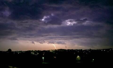 Καιρός: Βροχές, καταιγίδες και ισχυροί άνεμοι τις επόμενες ώρες - Πού θα «χτυπήσουν» τα φαινόμενα