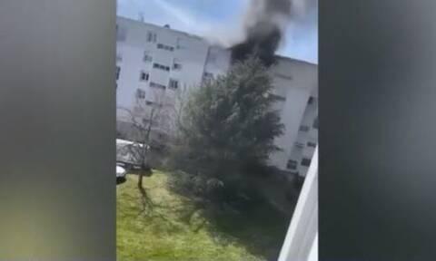 Συγκλονιστικό βίντεο: Νεαροί έσωσαν μωρό από φωτιά σε διαμέρισμα