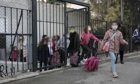 Σχολεία – Ρεπορτάζ Newsbomb.gr: H ΓΓ του υπουργείου Παιδείας εξηγεί το σύστημα με τα self test