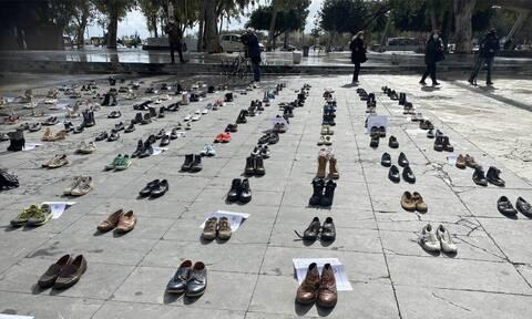 Ηράκλειο: Γιατί γέμισε παπούτσια η πλατεία Ελευθερίας;