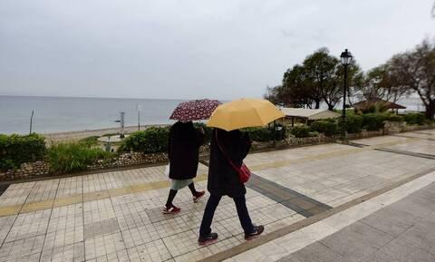 Καιρός: Πρωταπριλιά με βροχές, καταιγίδες και χιόνια - Πού θα είναι εντονότερα τα φαινόμενα